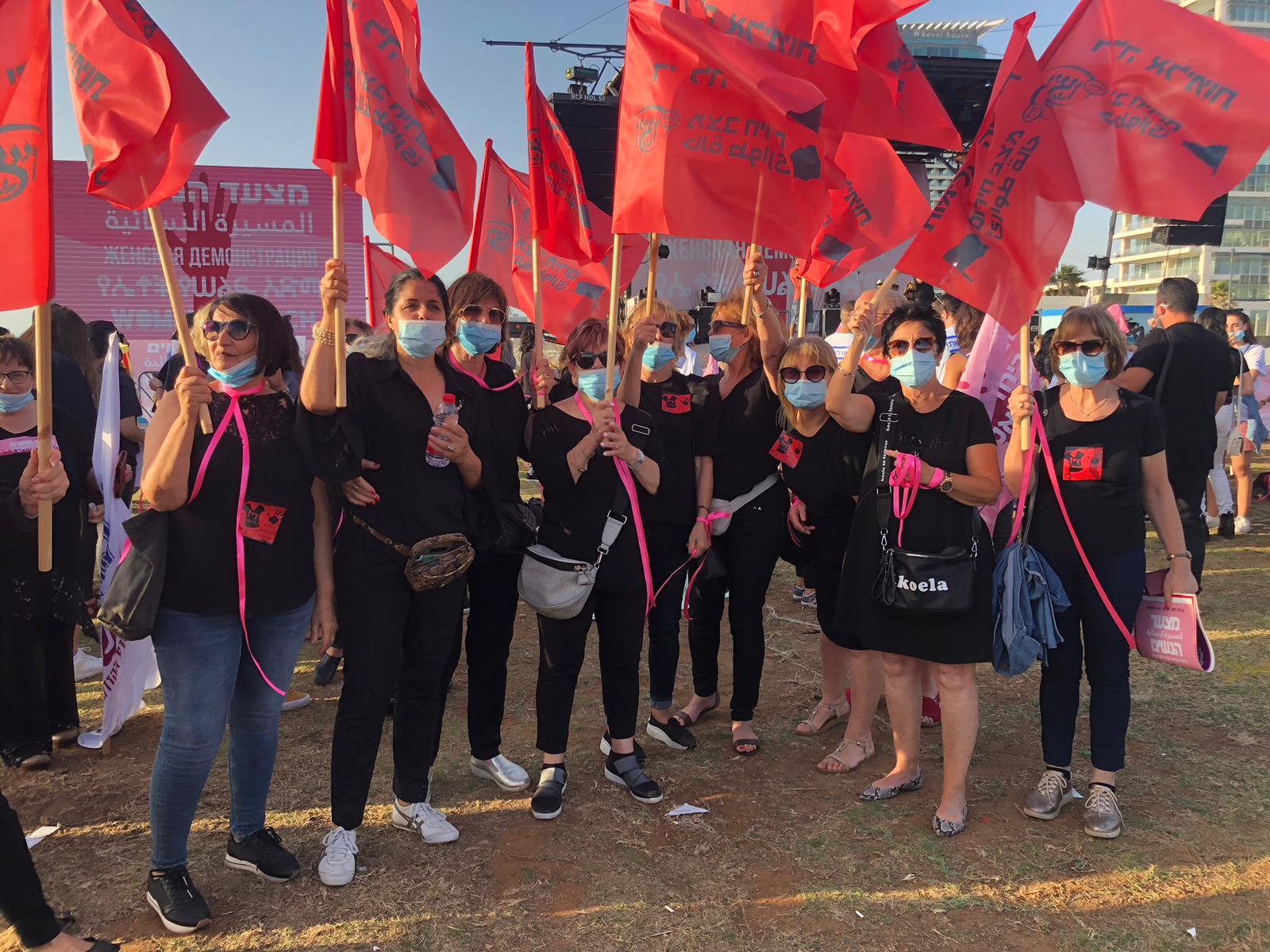 מתנדבות ויצו בהפגנה- די לאלימות לאחר רצח של אישה נוספת