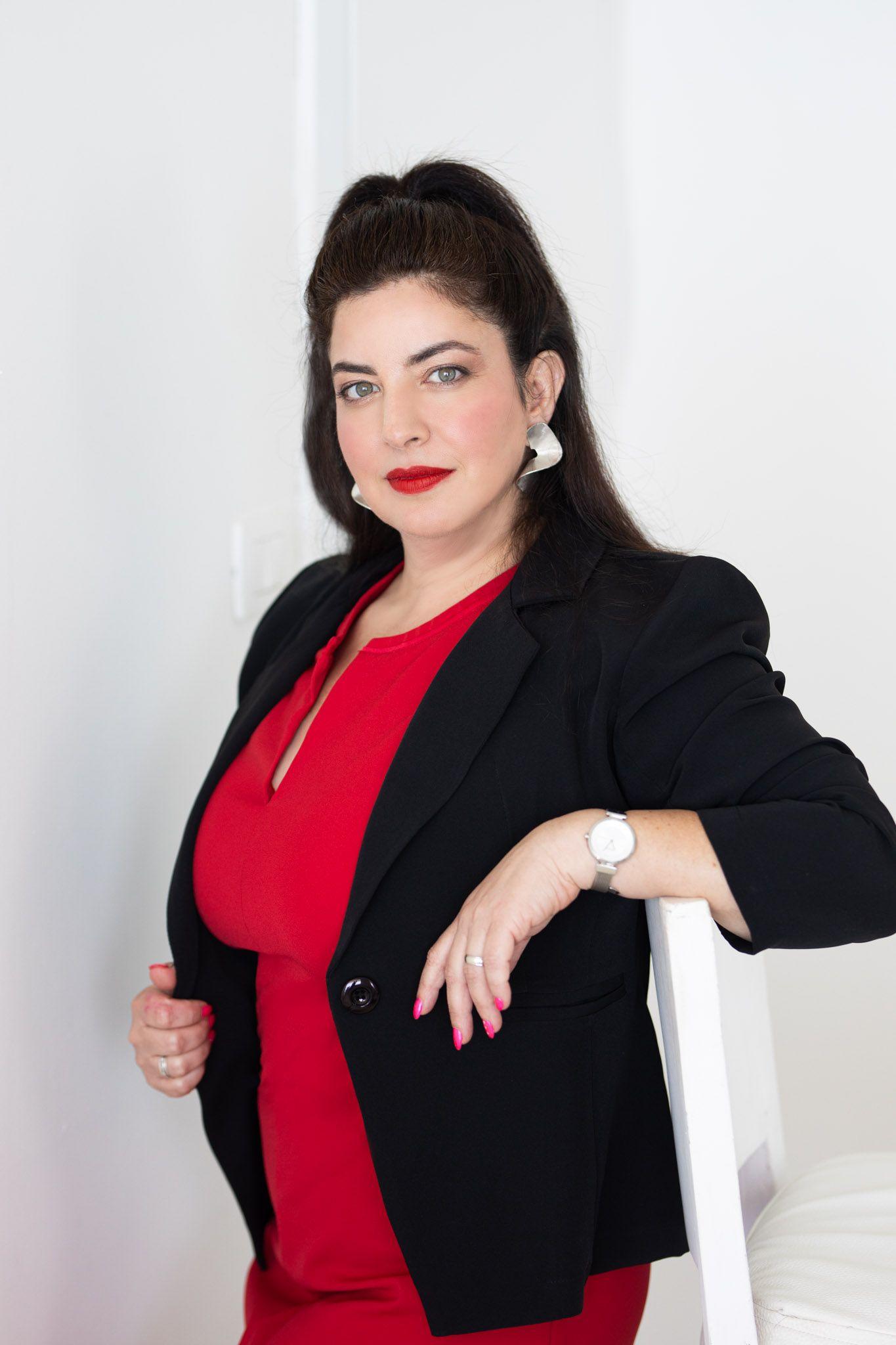 """""""פגישה עם מתווך הובילה אותי לשיווק מגרשים ובניינים למשקיעים ויזמים, משם התחלתי את קריירת היזמות שלי"""" , ענת קריספין"""